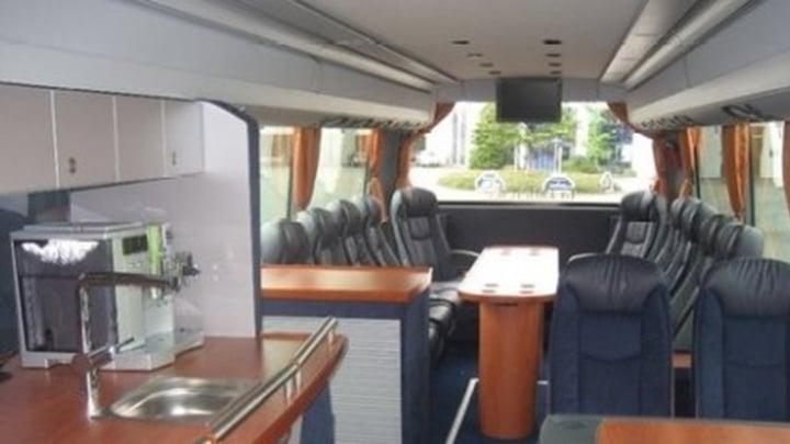 22-VIP seater touringcar met chauffeur.jpg